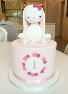 A loja de bolos . O bolo de coelho! Bunny Birthday Cake, Easter Bunny Cake, Baby Birthday Cakes, Baby Girl First Birthday, Cake Baby, Bunny Cakes, Rabbit Cake, Bunny Rabbit, Girl Cakes