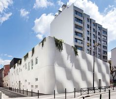 French architects ECDM have completed a nursery in Paris with rippling concrete walls.