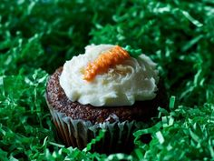 Easter treats: Carrot Top Cupcakes http://www.ivillage.com/easter-menu-ideas/3-b-55138#339080