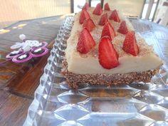 Prajituri si alte bunatati de la Anca: Tarta de cocos cu umplutura de gris
