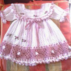 Sandra Roque Artesanatos: Vestido bebe com barrado e flores aplicadas
