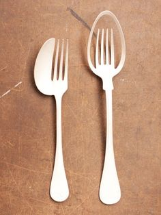 Nutida Svensk Silver - Maki Okamoto, the Spoon. - one spoon and fork and one cannot fork cannot spoon Deco Design, Design Trends, Cutlery And More, Kitchenware, Tableware, Wooden Spoons, Kitchen Gadgets, Kitsch, Industrial Design