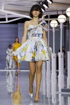 Ralph & Russo Ready To Wear Spring Summer 2018 London Live Fashion, Fashion Show, Fashion Looks, London Fashion Week 2018, Runway Fashion, Fashion Trends, Trending Fashion, Ralph And Russo, Spring Summer 2018