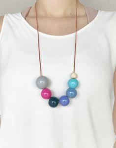 Colar Bey, acessórios contemporâneos - formas, design e cores - FTC Adorn; Wooden Bead Necklaces, Wooden Jewelry, Leather Jewelry, Clay Jewelry, Fine Jewelry, Dyi Necklace, Long Pendant Necklace, Beaded Necklace, Beaded Bracelets
