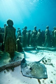 Underwater Sculpture - the work of Jason deCaires Taylor . I'm a little nervous about scuba, but will absolutely do it to see his work! Hauntingly beautiful *and* ecologically beneficial. Underwater Sculpture, Underwater Art, Jason Decaires Taylor, Diving World, Lost City, Museum, Mexico Travel, Scuba Diving, Under The Sea