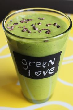 mint chocolate chip kale shake- I've GOT to try this!
