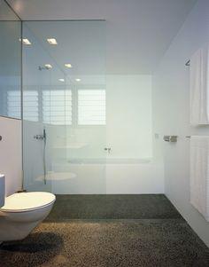 Cohen House - modern - bathroom - sydney - by Ian Moore Architects Modern White Bathroom, Beautiful Bathrooms, Modern Bathrooms, Bad Inspiration, Bathroom Inspiration, Bathroom Ideas, Bath Ideas, Wet Room Flooring, Concrete Bathroom
