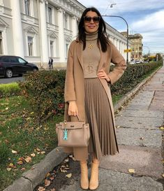 Stay Chic and Gorgeous by Wearing these 23 Skirt Outfits for Winter Outfit, # Source by seasonoutfit dresses winter Winter Fashion Outfits, Look Fashion, Winter Outfits, Autumn Fashion, Aesthetic Fashion, Classy Outfits, Chic Outfits, Trendy Outfits, Pleated Skirt Outfit