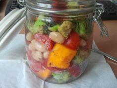 bunter Salat für unterwegs - wenn Büroessen nur immer so lecker aussehen würde!