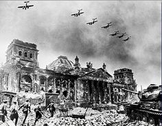 x- Battle for Berlin, Russian soldiers approach the Reichstag.