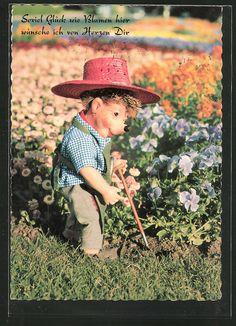 Onlineshop für Alte Ansichtskarten. Ansichtskarten von Ansichtskarten > Motive / Thematik > Spielzeug / Spiele / Kinder / Schule > Mecki: AK Mecki arbeitet als Gärtner im Blumenbeet. Alte Ansichtskarte Nummer: 6450937. Ihre Sicherheit beim Kaufen: Uneingeschränktes Widerrufsrecht.