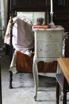 アンティークナイトテーブル ベッドサイドカップボード シュヴェ フランス ルイ15世様式ロココ グレーエイジングペイント