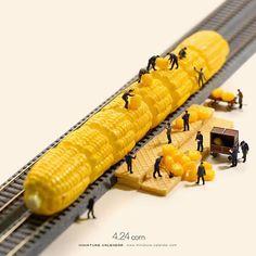 """. 4.24 mon """"Freight Train"""" . 探しているコーンが出てこーん . . #とうもろこし #貨物列車 #Corn #FreightTrain #コーンを見分けるのはこーん難 #コーンを詰めこーんだせい #コーンコーンうるさい ."""
