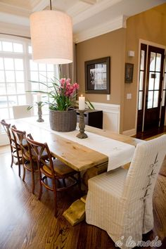 Table, chairs, wall color, trim, lighting.