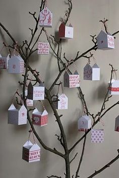 Printable Paper Boxes for an Advent Tree via Raumdinge #Christmas