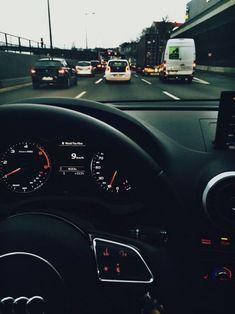 Berlin Verkehr - New Sites Toyota Prius, Racing F1, Drag Racing, Audi A4 Black, Allroad Audi, Girls Driving, Bmw I3, Audi A1, Car Goals