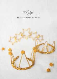 DIY Sparkle Party Crowns by Kelli Murray Soo much more adorable than regular party hats! Made with stuff from the dollar tree! Diy Party Dekoration, Décoration Baby Shower, Diy For Kids, Crafts For Kids, Diy Girlande, Sparkle Party, Diy Crown, Idee Diy, Diy Décoration
