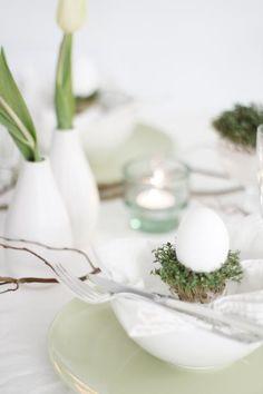 Groen wonen | Paas tafel decoratie met bloemen - Stijlvol Styling woonblog www.stijlvolstyling.com