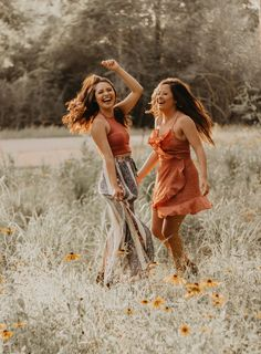 Best friends Boho style, sunflower field, Houston arboretum, best friend photography bohemian outfit Source by outfit ideas Best Friends Shoot, Cute Friends, Photoshoot Ideas For Best Friends, Girls Photoshoot Ideas, Poses With Friends, Photos Bff, Sister Photos, Bff Pics, Shooting Photo Amis