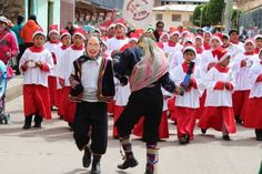 """""""Niños cantores de Huancavelica"""" conquistan los Andes peruanos en Navidad"""