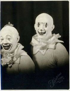 If You Have A Fear Of Clowns Do NOT Look At These Photos - OMG Facts - The World's #1 Fact Source