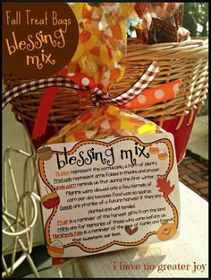 treat bags blessing mix One of our favorite fall and Thanksgiving treats is Blessing Mix! Mix it up and pass along some love to someone this fall! If you'd like to print snack mix labels, you can use Avery 8164 ship… Fall Treats, Holiday Treats, Holiday Fun, Halloween Treats, Holiday Foods, Halloween Party, Holiday Desserts, Halloween Stuff, Fun Desserts