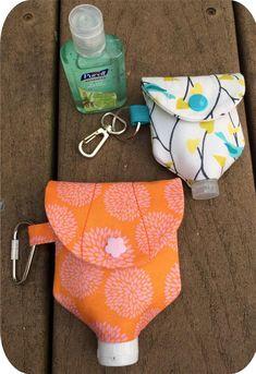 In der hoop hand sanitizer flasche halter maschine stickerei etsy coronavirus prevention how to make hand sanitizer at home Small Sewing Projects, Sewing Projects For Beginners, Sewing Hacks, Sewing Tutorials, Sewing Patterns, Sewing Tips, Diy Bags Patterns, Knitting Projects, Knitting Patterns