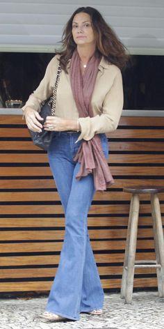 Sem medo da calça jeans depois dos 40 (50, 60...): Gloria Kalil mostra como usar…