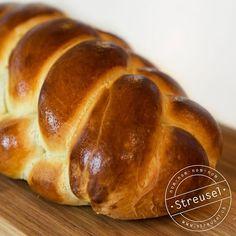 Rezept für Dinkel-Butterzopf. Meega fein für den gemütlichen Brunch am Sonntag Morgen. Abgucken von einer Bäckerin-Konditorin.
