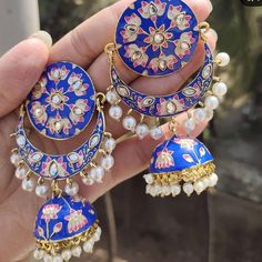 This meenakari + kundan earing for just RS 450 /- +shipping. Indian Bridal Jewelry Sets, Indian Jewelry Earrings, Fancy Jewellery, Silver Jewellery Indian, Jewelry Design Earrings, Gold Earrings Designs, Ear Jewelry, Stylish Jewelry, Fashion Jewelry