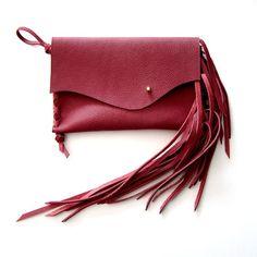 czerwona kopert�łwa z frędzlami