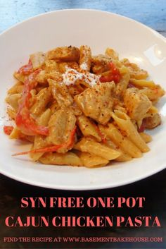 Creamy One Pot Cajun Chicken Pasta - Syn Free - Slimming World - Recipe - Healthy - Low Fat - Cajun Spice - One Pot Pasta astuce recette minceur girl world world recipes world snacks Slimming World Dinners, Slimming World Recipes Syn Free, Slimming Eats, Slimming World Chicken Dishes, Slimming World Lunch Ideas, Slow Cooker Slimming World, Slimming World Free, Slimming World Syns, Cajun Chicken Pasta Slimming World