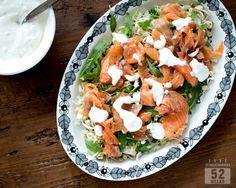 Graavilohisalaatti & raikas salaattikastike