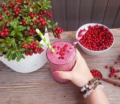 Proteiinipitoinen puolukka-banaanismoothie (vegaani) Treat Yourself, Smoothies, Food And Drink, Health Fitness, Treats, Foods, Drinks, Smoothie, Sweet Like Candy