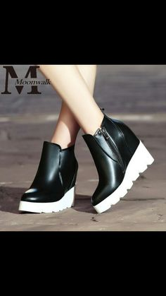 Sneakers Fashion, Fashion Shoes, Winter Wedges, Shoes For School, Shoes Boots Ankle, Denim Boots, Dream Shoes, Sneaker Boots, Hot Shoes