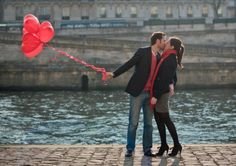 Love shoot in Paris with cute red heart balloons, credit http://julianeberry.com/