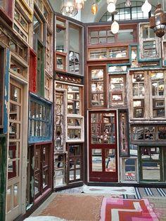 """Projeto OIR - My City - CCBB Segundo Song Dong """"Os espelhos refletem uns aos outros, aumentam o espaço interno. As pessoas podem sentir como é grande esse mundo interior, que não pertence apenas ao artista, mas a todos.""""."""