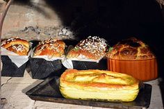 COZONAC MOLDOVENESC TRADITIONAL Romanian Food, Romanian Recipes, Sweet Bread, Griddle Pan, French Toast, Muffin, Cheese, Breakfast, Buns