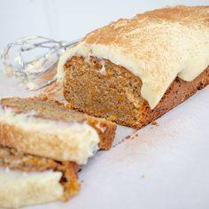 Morotskaka med mandelmjöl och frosting | Mitt kök Vanilla Cake, Banana Bread, Scones, Sandwiches, Diet, Desserts, Food, Cheesecake, Models