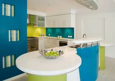 dosseret de cuisine en verre de couleur vert anis et turquoise