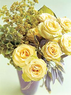 Warm water helps tightly closed flower heads, such as roses or ranunculus, to open fully. Leave them in water for a day or two before using them.