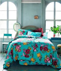 HM Finland - Bold and bright flowered bedding in turquoise, yellow, pink, and maroon