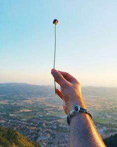 Here a lot of beautiful memories . #sun #sunset #summer #mountain #mountains #hills #top #sunny #sky #skylovers #skyline #tramonto #italy #italia #umbria #ig_gubbio #perugia #hand #handsome #instagramitalia #igersitalia #vsco #vscocam #love #amore #panorama #nature #sport #paulhewitt #getanchored