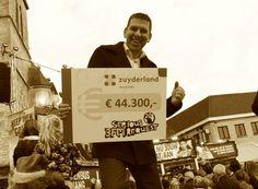 #ThrowbackThursday 22 december: alweer een jaar geleden! 😮 In het centrum van Heerlen overhandigde Zuyderland in 2015 een cheque van €44.300 aan Serious Request. In totaal werd er € 50.000,- gedoneerd! Het mooie bedrag kwam onder andere tot stand doordat een heel aantal medewerkers van Zuyderland hun eindejaarsgeschenk, of een gedeelte daarvan, afstonden aan Serious Request