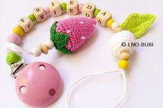 Rasseln & Greiflinge - Schnullerkette für Mädchen mit Erdbeere - ein Designerstück von ENO-BUBI bei DaWanda