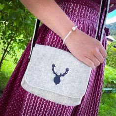 Eine unserer Lieblingstaschen 💕 Sie lässt sich optimal zu vielen verschiedenen Trachtenlooks kombinieren und bietet genug Platz für all unseren Kleinkram. 🥰  #forwoman #trachtentasche trachtenmode #tracht #sommer #sommerlook #fashionideas #bavaria #dirndlzeit #dirndlliebe #dirndltime #handbag #hirsch Reusable Tote Bags, Woman, Fashion, Handmade Jewellery, Fossils, Scarves, Handbags, Summer, Moda