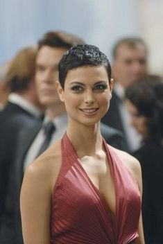 Morena Baccarin.  Love her hair!  I miss V!