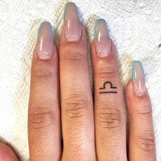 Inner Finger Tattoo, Finger Tattoos Words, Hand And Finger Tattoos, Thumb Tattoos, Finger Tattoos For Couples, Finger Tattoo For Women, Hand Tattoos For Women, Womens Finger Tattoos, Letter Tattoos
