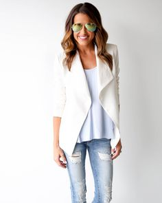 A blazer is a must have for every fashionista! A chic blazer that is perfect for your work to weekend wardrobe. Our Cora Blazer has a classic silhouette that is versatile for your everyday wear. Blaze