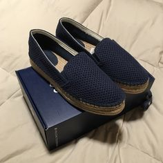 Splendid Eckland Platform Espadrilles Brand new never worn Splendid Eckland espadrilles. Navy blue with 1 inch platform, slip on shoe. True to size shoe box included with purchase.   No trades or Paypal ✅ Bundles are welcome   Fast shipping  Make me an offer below Splendid Shoes Espadrilles
